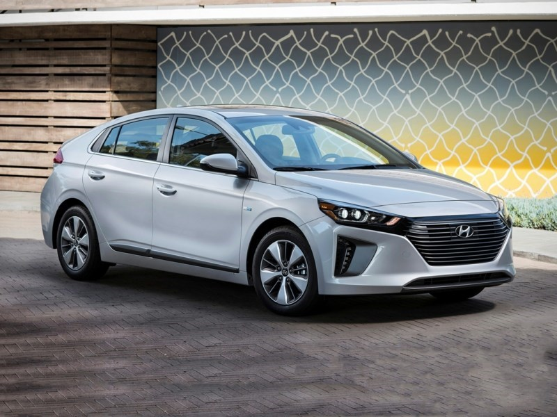2019 Hyundai Ioniq Plug-In Hybrid Preferred OEM Shot 2